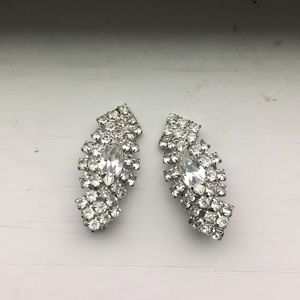 Jewelry - Lovely vintage crystal clip on earrings